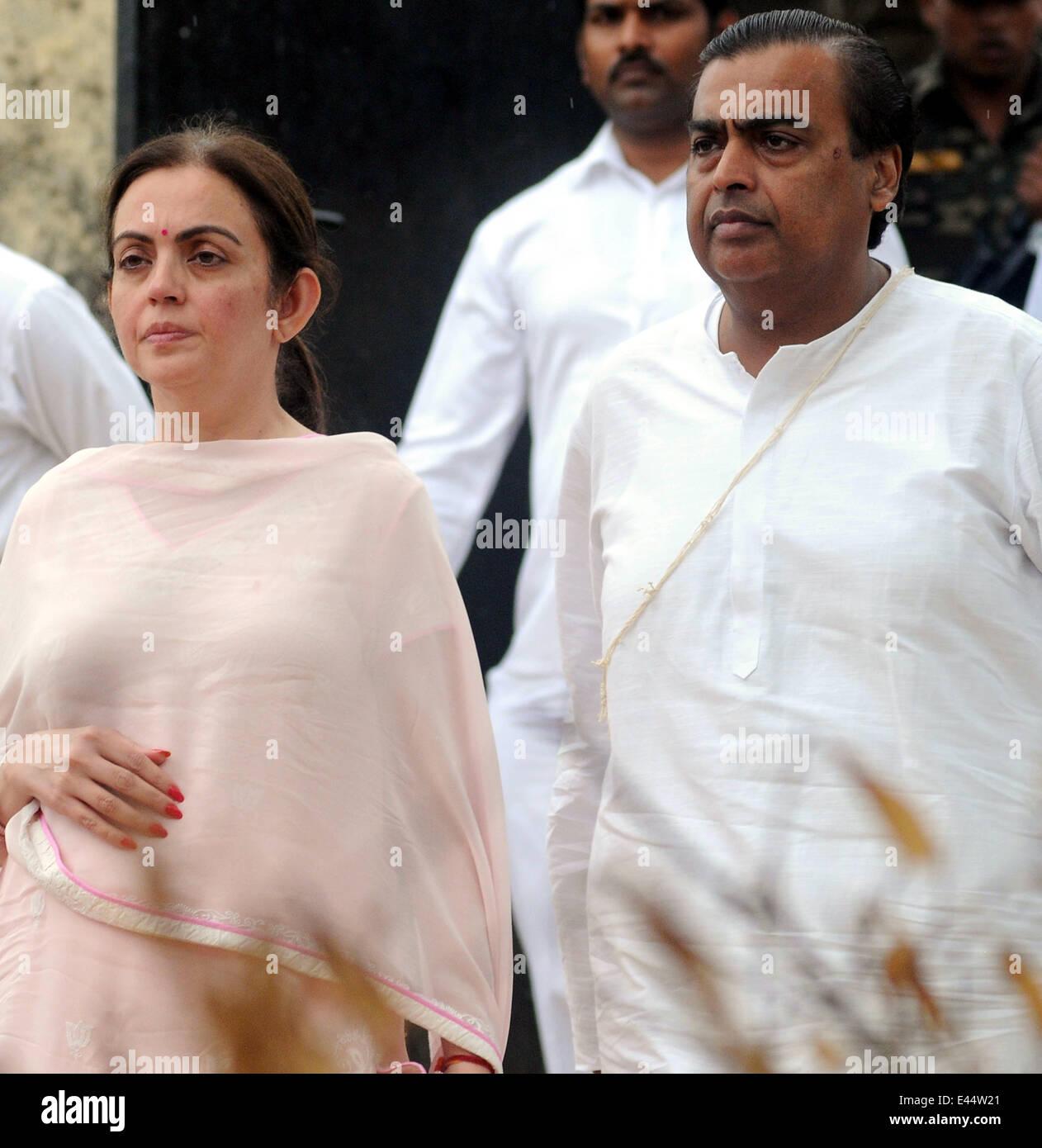 Mumbai, India. 2nd July, 2014. Indian business tycoon Mukesh Ambani (R) and his wife Nita Ambani arrive at the funeral - Stock Image