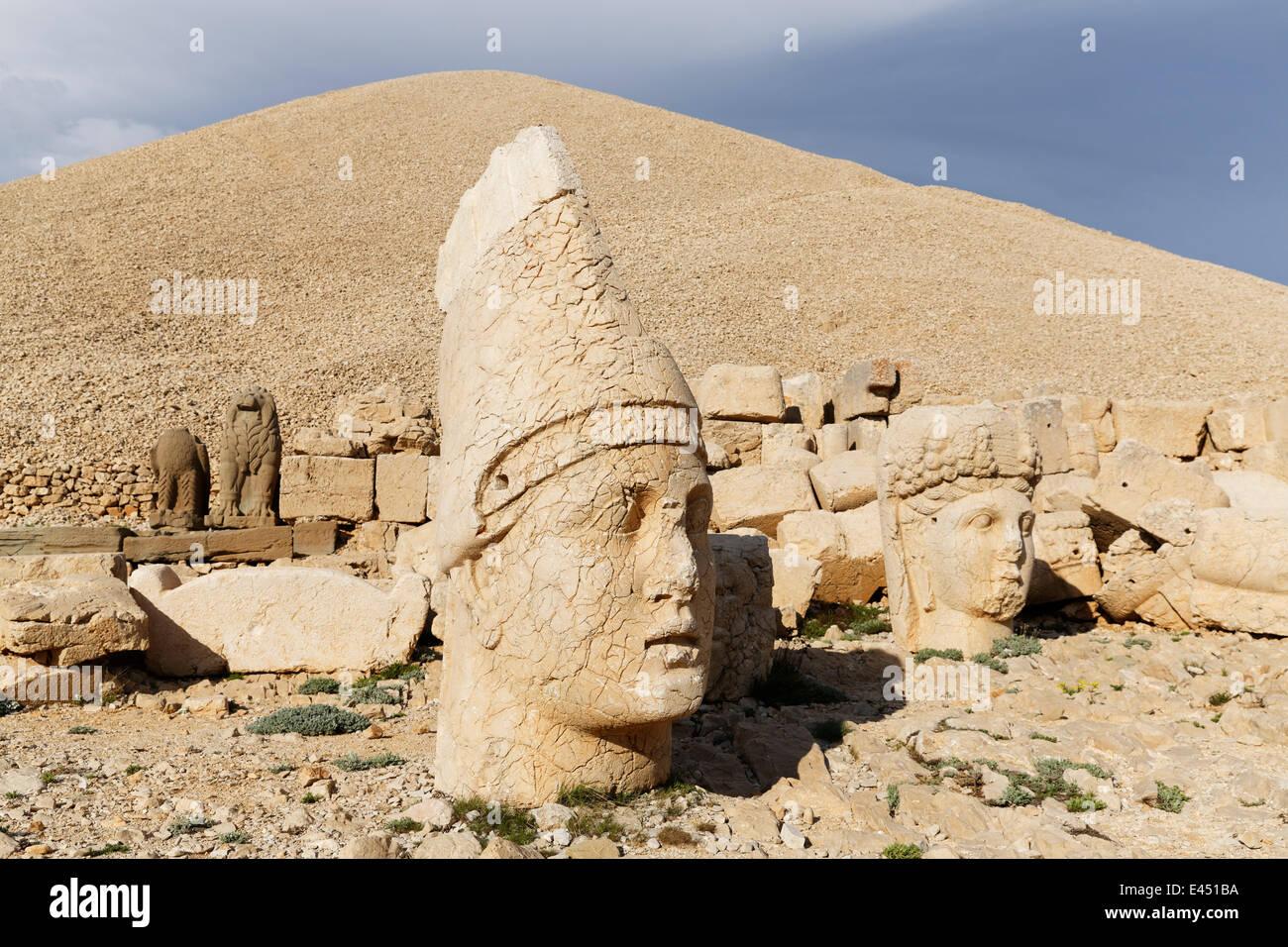 Heads of Antiochus and Tyche of Commagene, western terrace, grave of Antiochus, Mount Nemrut, Nemrut Dagi, Adiyaman - Stock Image