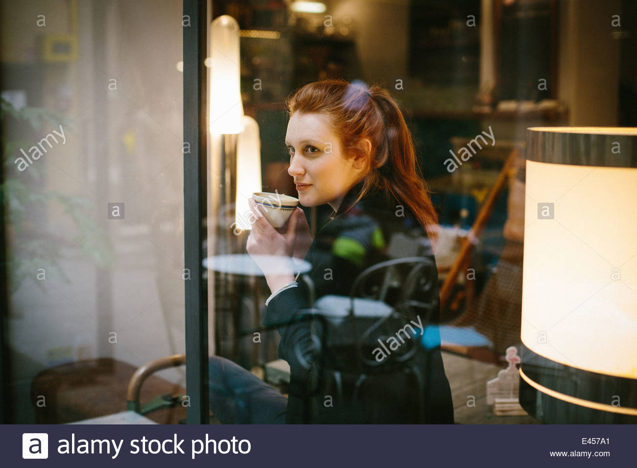 Woman sitting in cafe - Stock Image