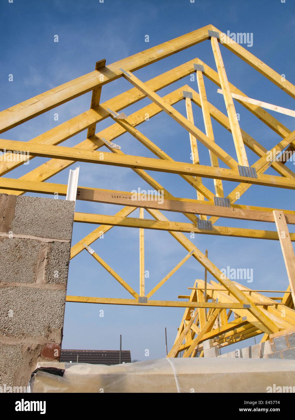 Self Building House Constructing Roof Roof Trusses Fixed