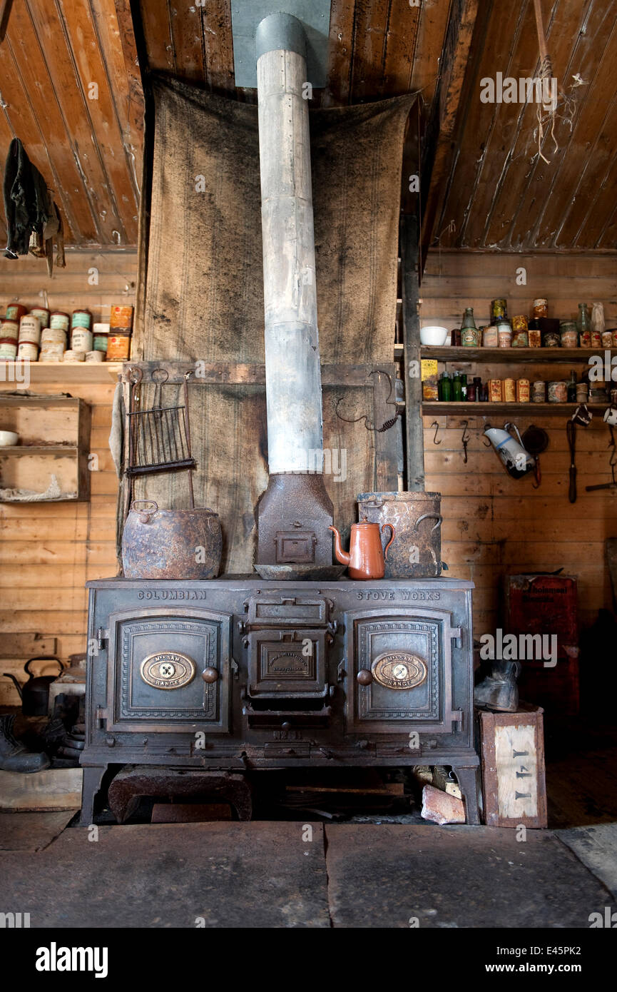 Cooking stove in Shackleton's Nimrod Hut, frozen in time from the British Antarctic Expedition 1907, Cape Royds, - Stock Image