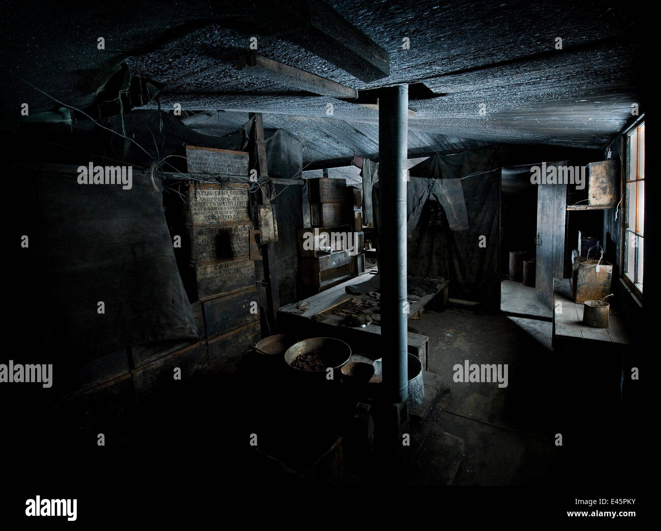 Interior of Captain Scott's hut, built during the British Antarctic Expedition 1910-1913 and frozen in time - Stock Image