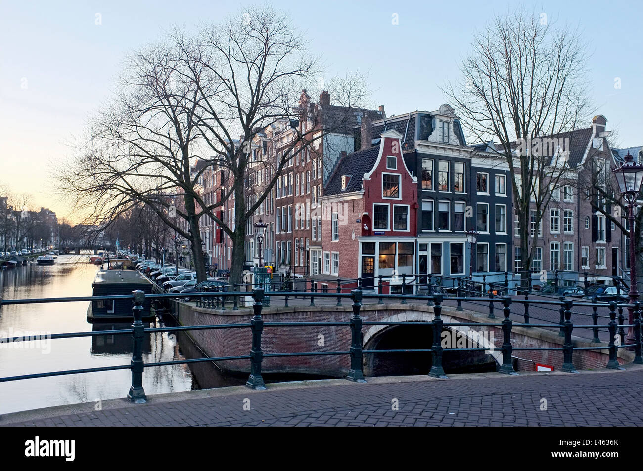 A VIEW ACROSS BRIDGE AND CANAL Prinsengracht/Reguliersgracht, AMSTERDAM, HOLLAND - Stock Image