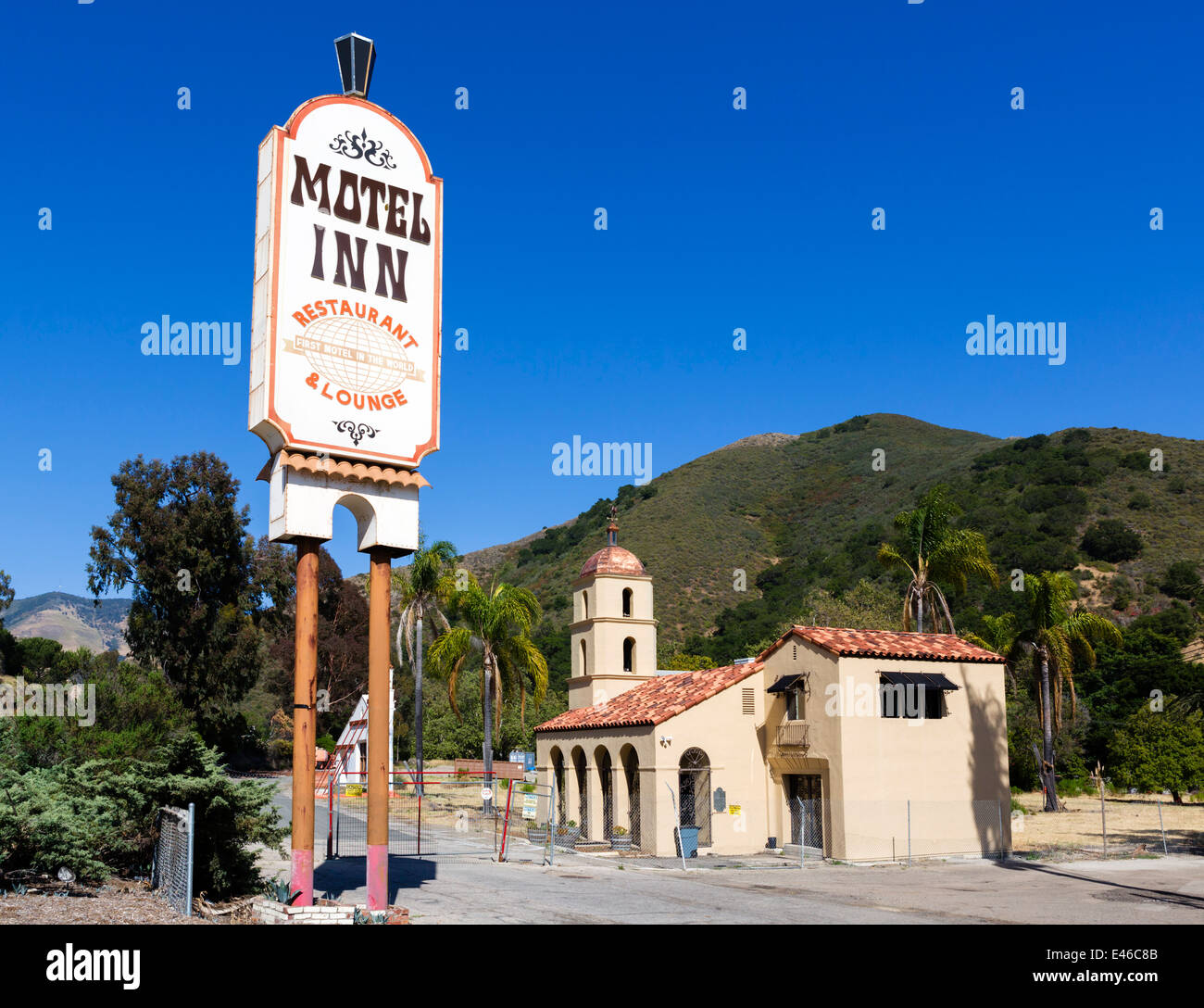 The now derelict Motel Inn, formerly the Milestone Mo-Tel, world's first motel opened in 1925, San Luis Obispo, - Stock Image