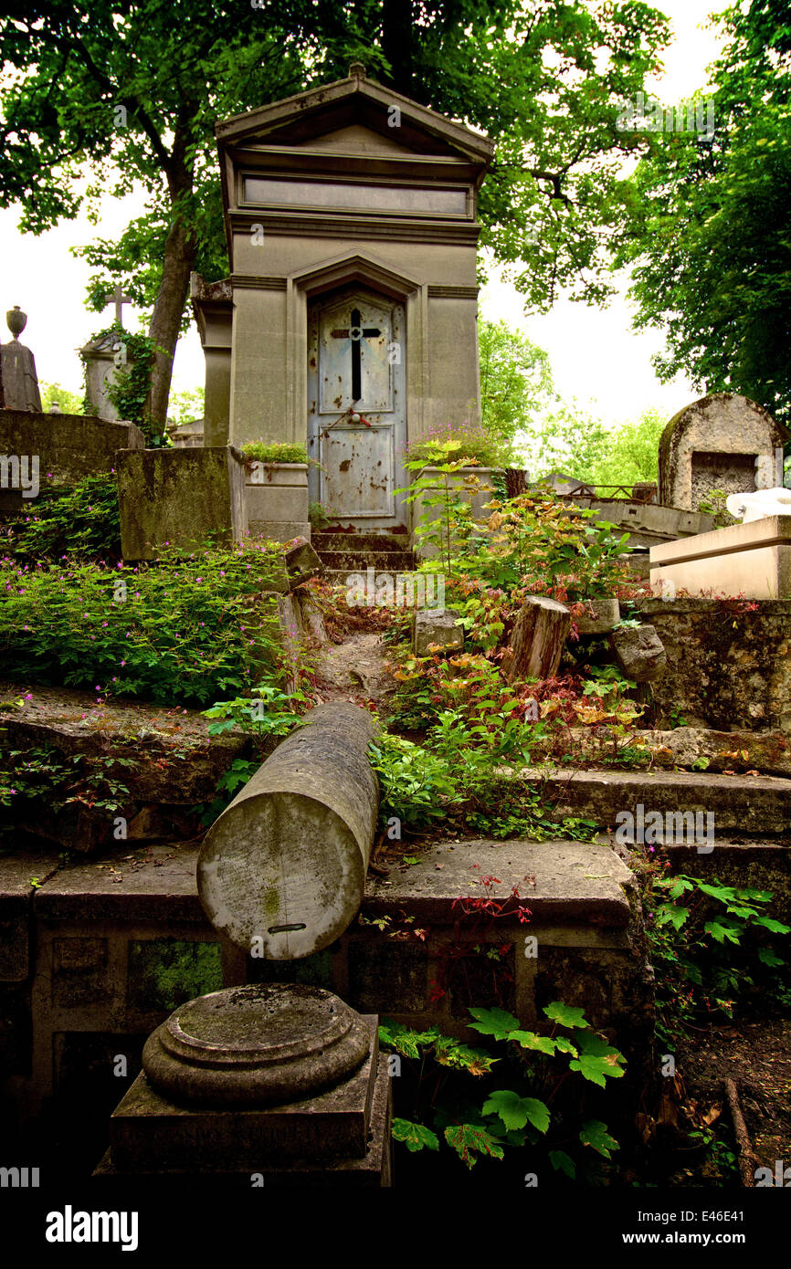Tombs in the Pere Lachaise cemetery, Paris, France - Stock Image