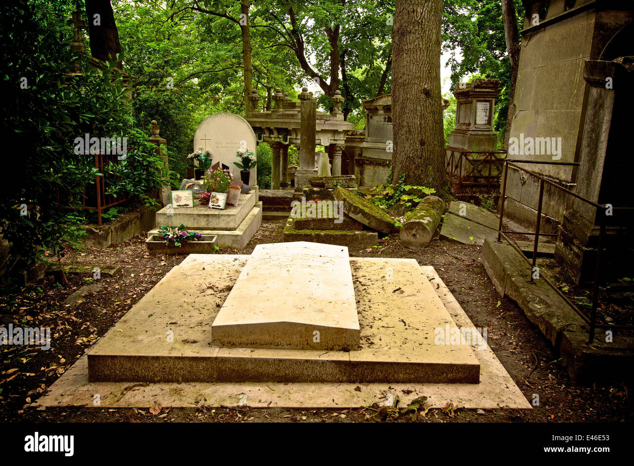 Graves in the Pere Lachaise cemetery graveyard, Paris, France - Stock Image