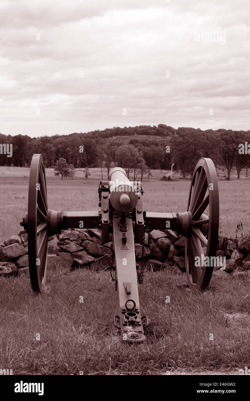 Confederate Army cannon position. Union Army's Little Round Top position visible in the distance. Gettysburg. - Stock Image