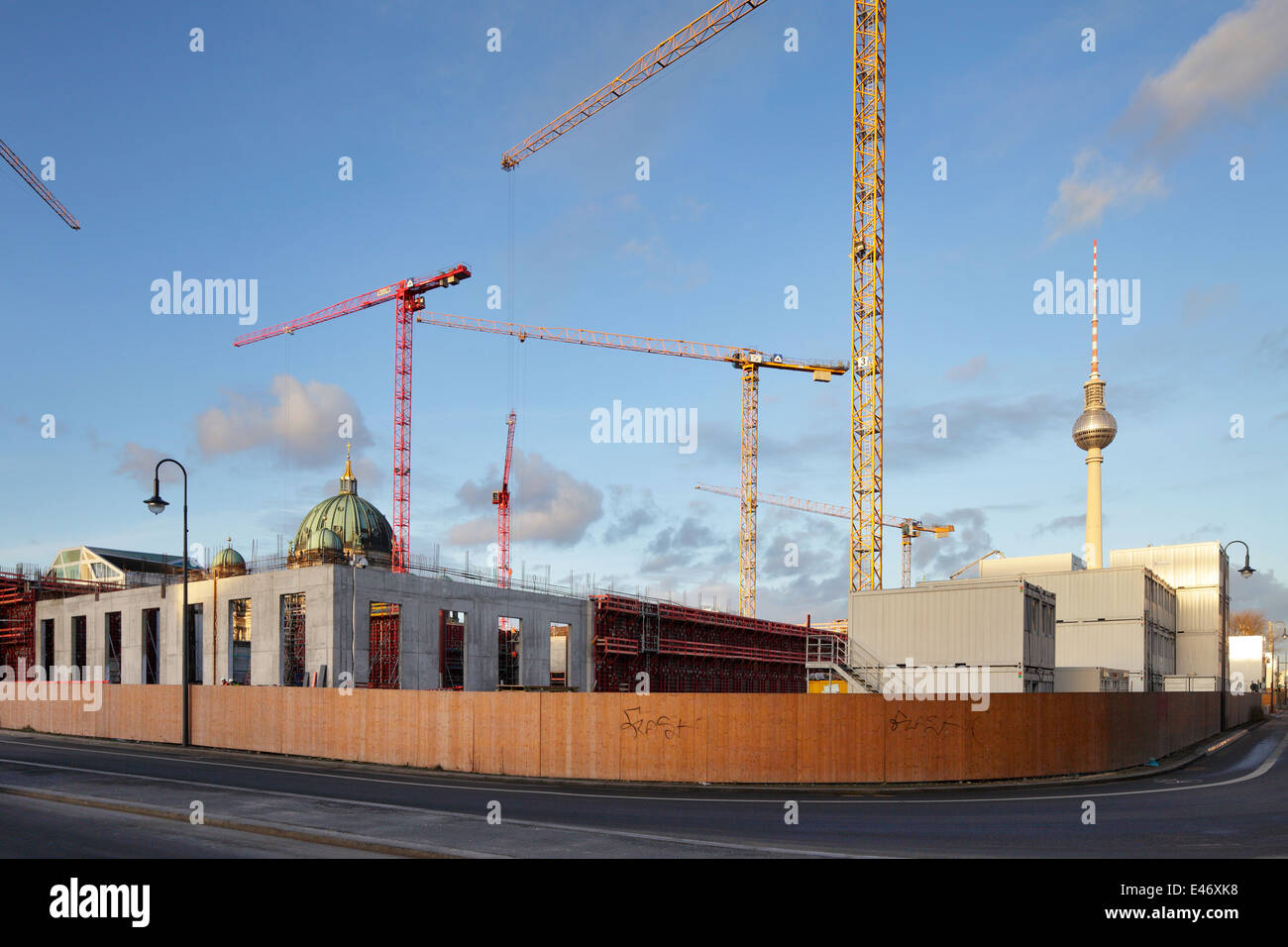 Berlin, Germany, hoarding and body shop on site Berlin Palace in Berlin-Mitte Stock Photo