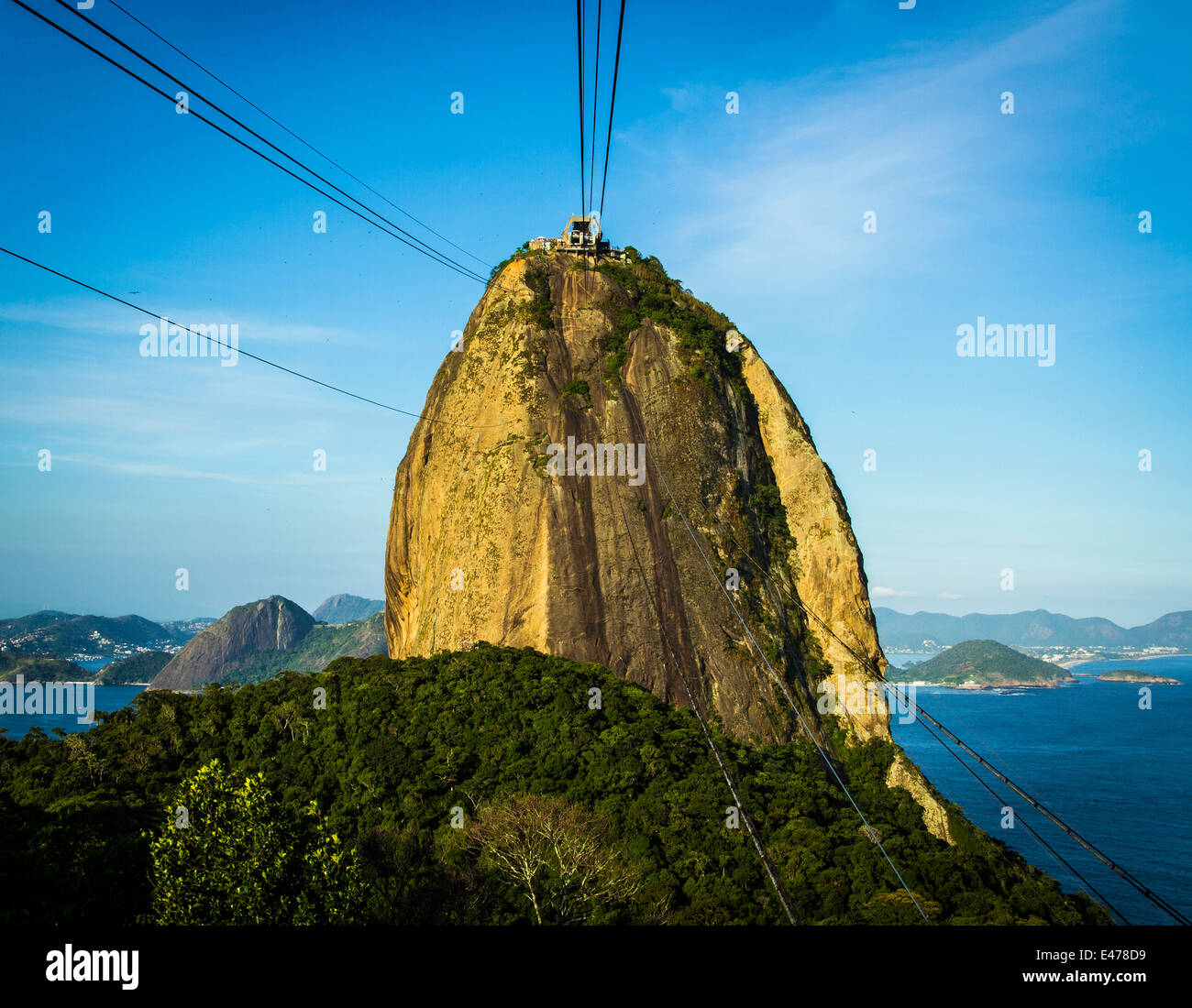 View of the Sugarloaf Mountain from the cable car, Rio de Janeiro, Brazil. - Stock Image
