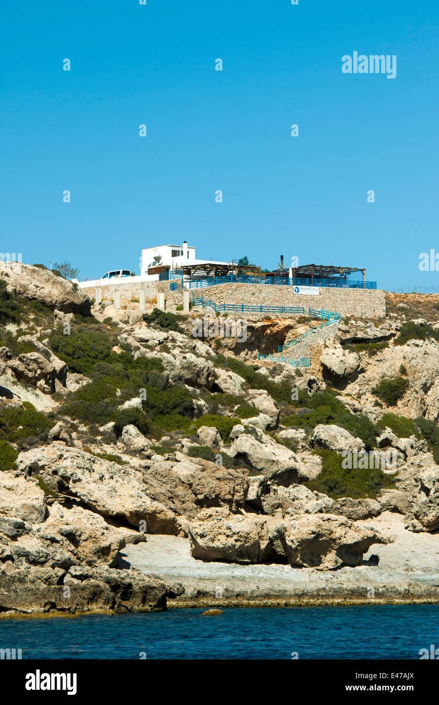Griechenland, Rhodos, Grande Blue Restaurant hoch über der Küste südlich von Stegna - Stock Image