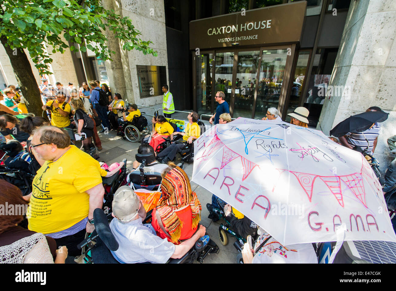 London, UK. 04th July, 2014. DPAC organise a protest outside the Department of Work and Pensions to demand that - Stock Image