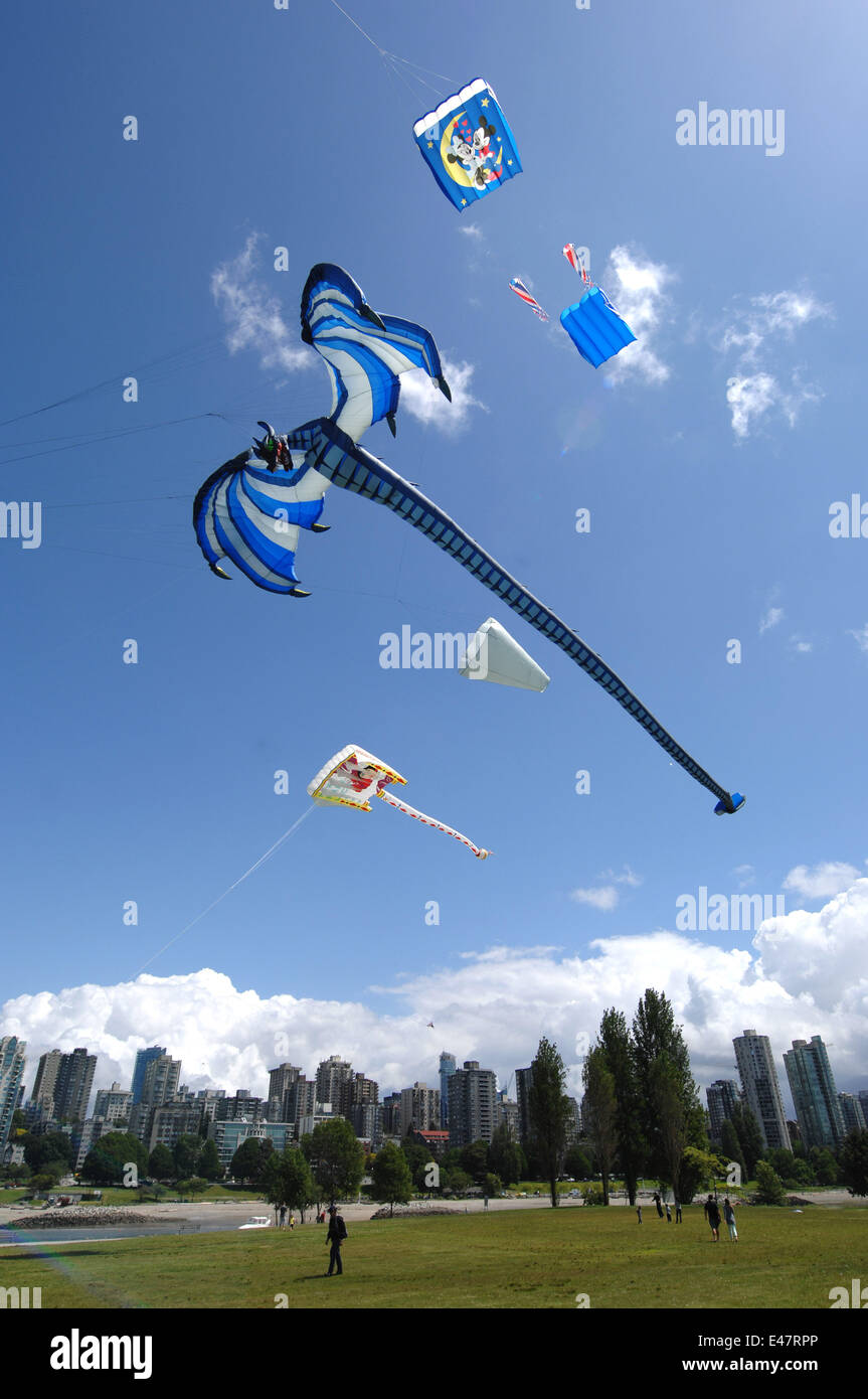 Vancouver, Canada. 4th July, 2014. Kites fly over the Vanier Park in Vancouver, Canada, July 4, 2014. Vancouver - Stock Image