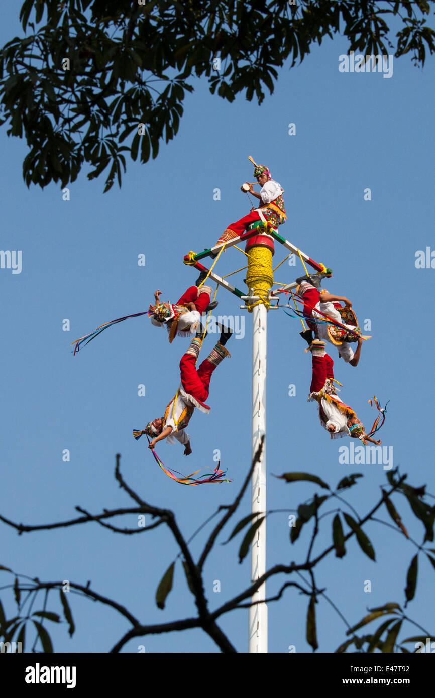 'Voladores' begin their ritual unwinding near the Tajin ruins in Veracruz, Mexico. - Stock Image