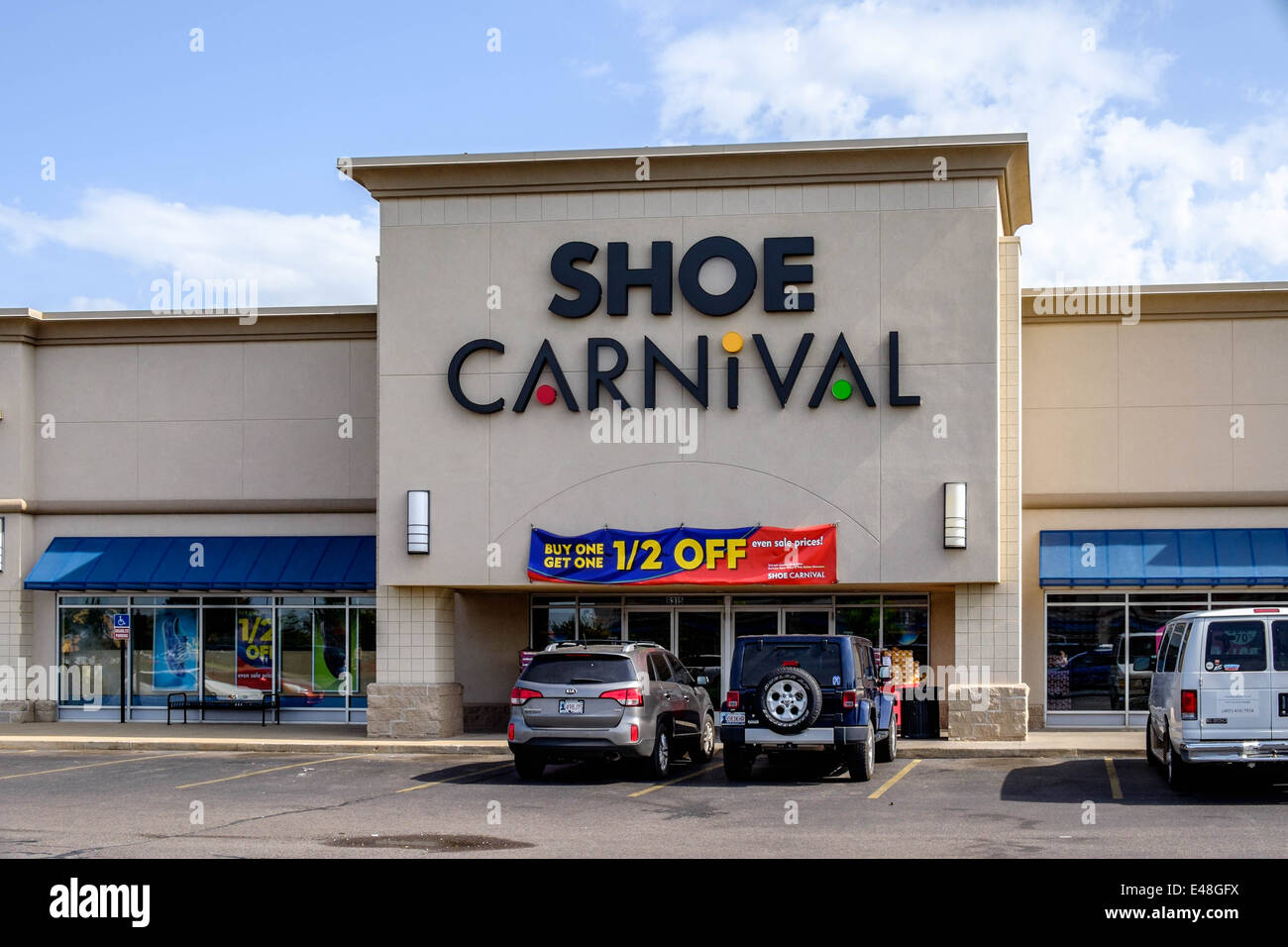 exterior storefront of Shoe Carnival