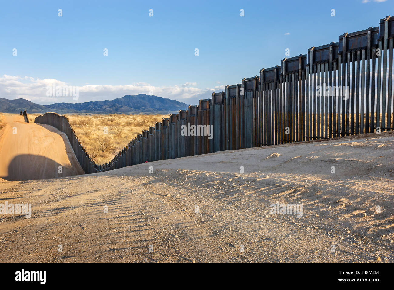 US Border Fence, east of Nogales Arizona USA, constructed autumn and winter of 2008, viewed from US side, looking - Stock Image