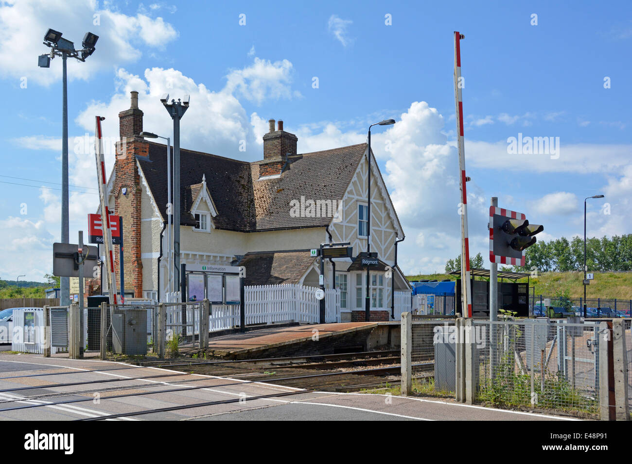 level crossing uk stock photos level crossing uk stock images alamy. Black Bedroom Furniture Sets. Home Design Ideas