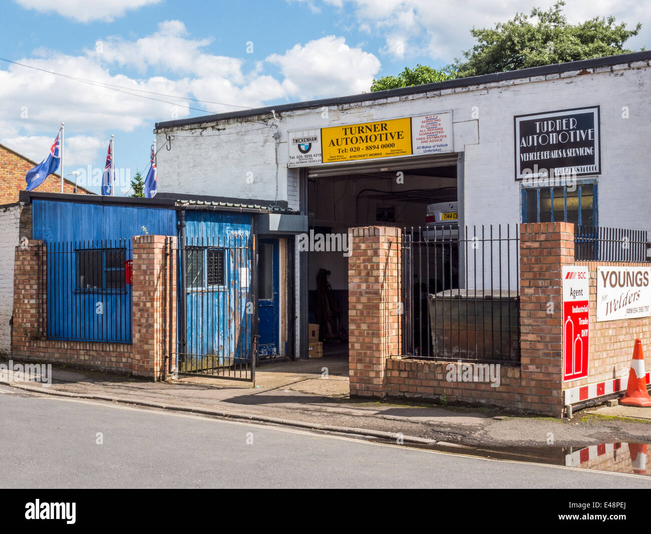 Turner Automotive - Business for repairs, servicing and M.O.T in Twickenham, London, UK - Stock Image