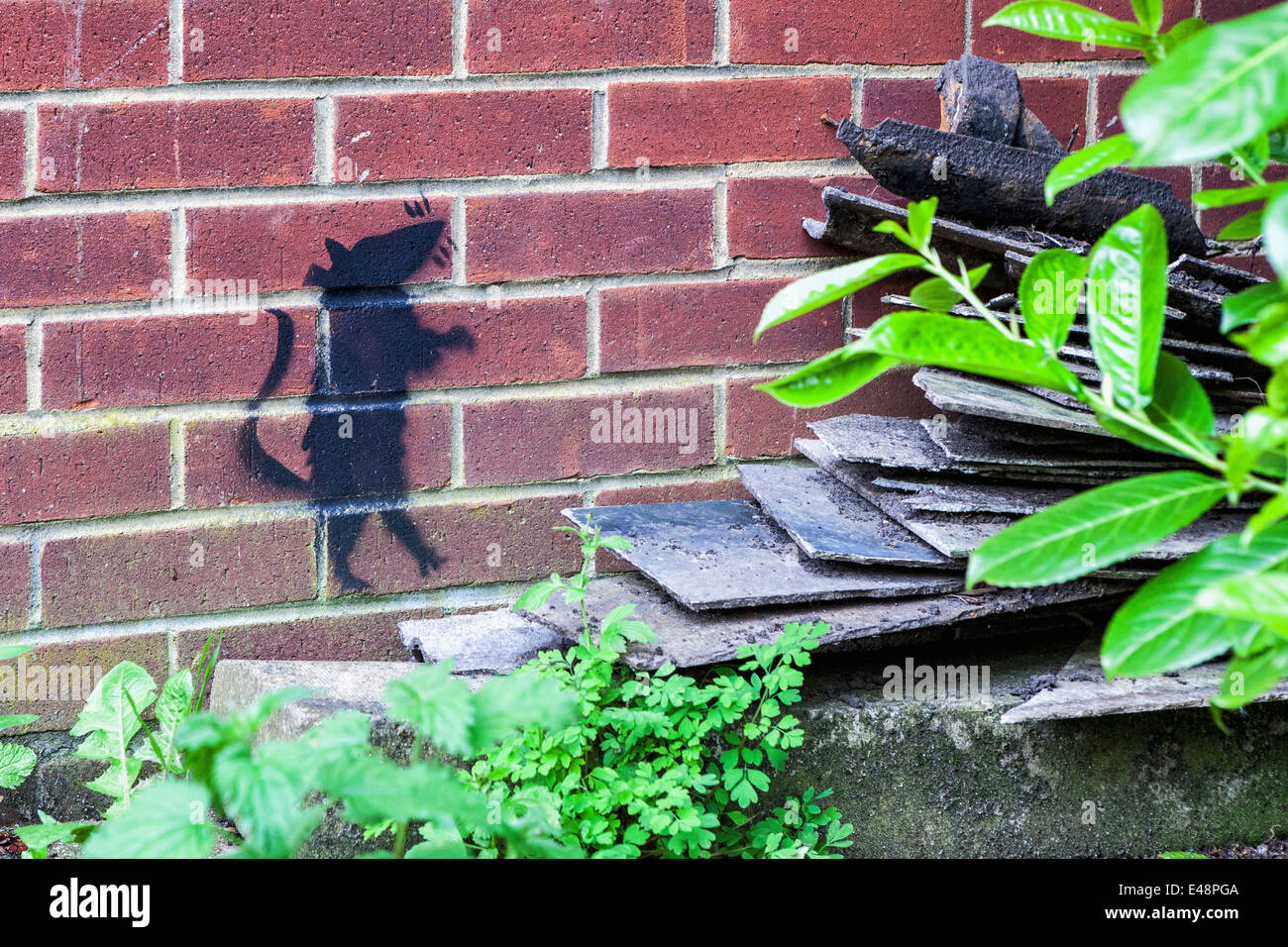 Street art rat - rat stencil on a brick wall of the closed Mereway Day Centre - Stock Image