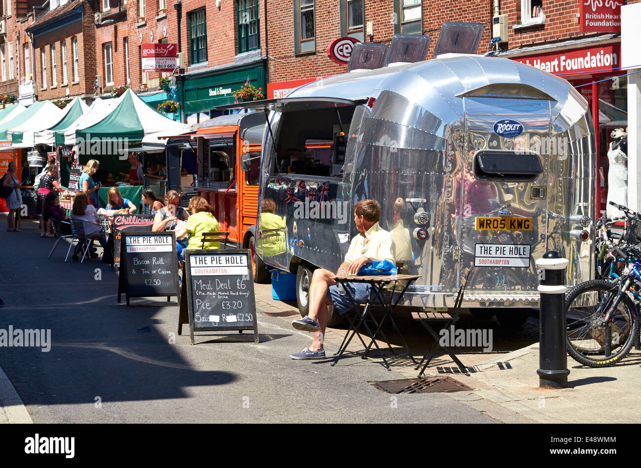 Fast Food Caravan Stock Photos Images Alamy Traditional Electrical Installation Guide Caravans Plus Mobile Outlets One In The Style Of An Airstream Market Stalls During