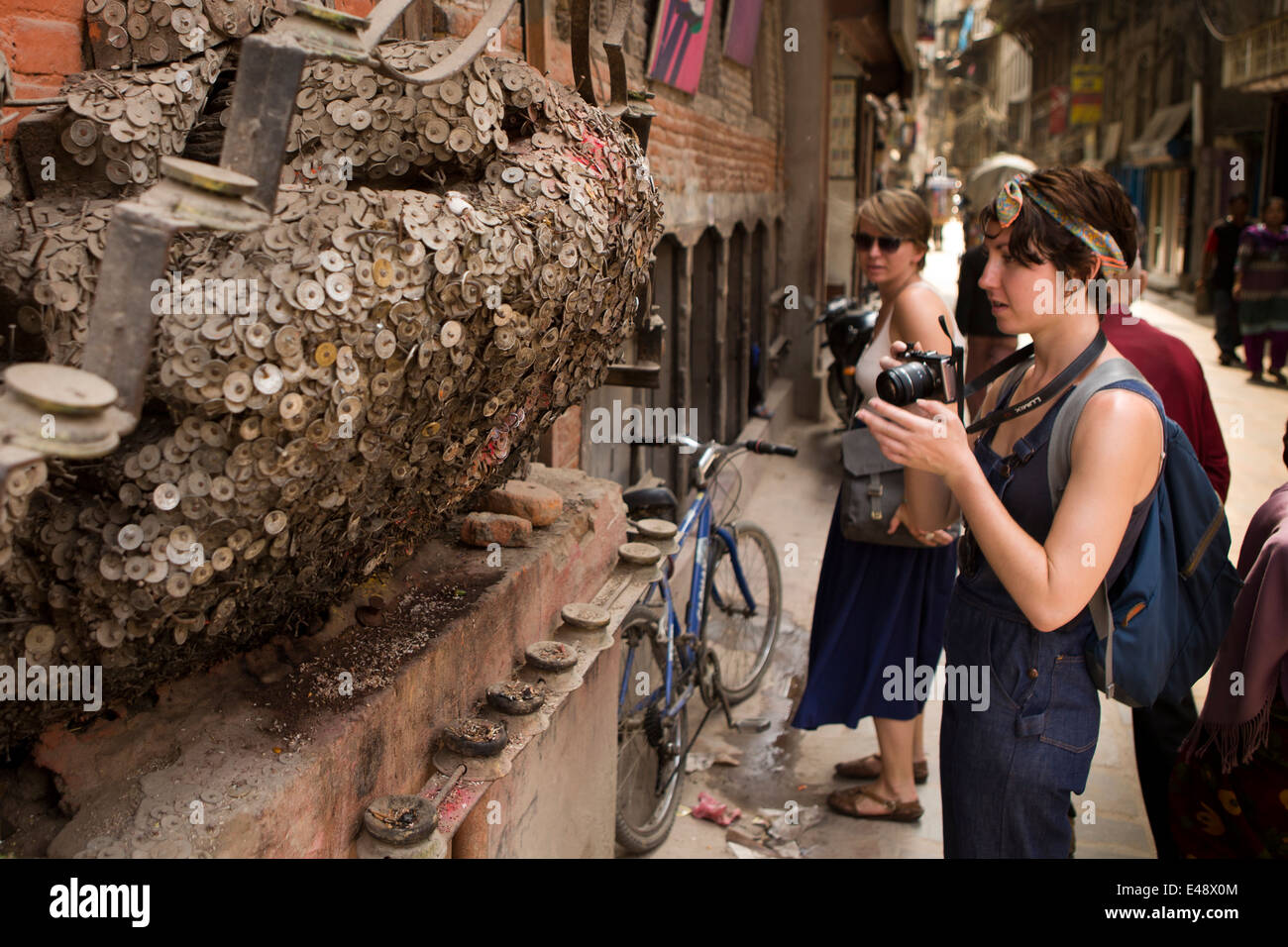 Nepal, Kathmandu, Bangemudha Square, Vaisha Dev Toothache God tree, coins nailed to cure tooth ache - Stock Image