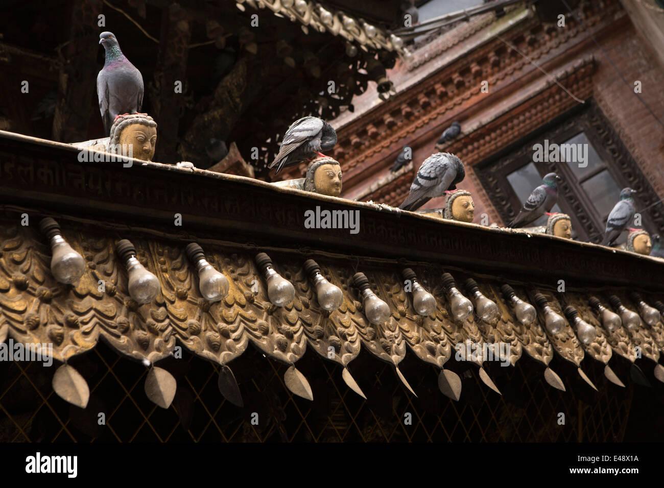 Nepal, Kathmandu, Asan Tole, Annapurna Temple, pigeons perching on decorative heads - Stock Image