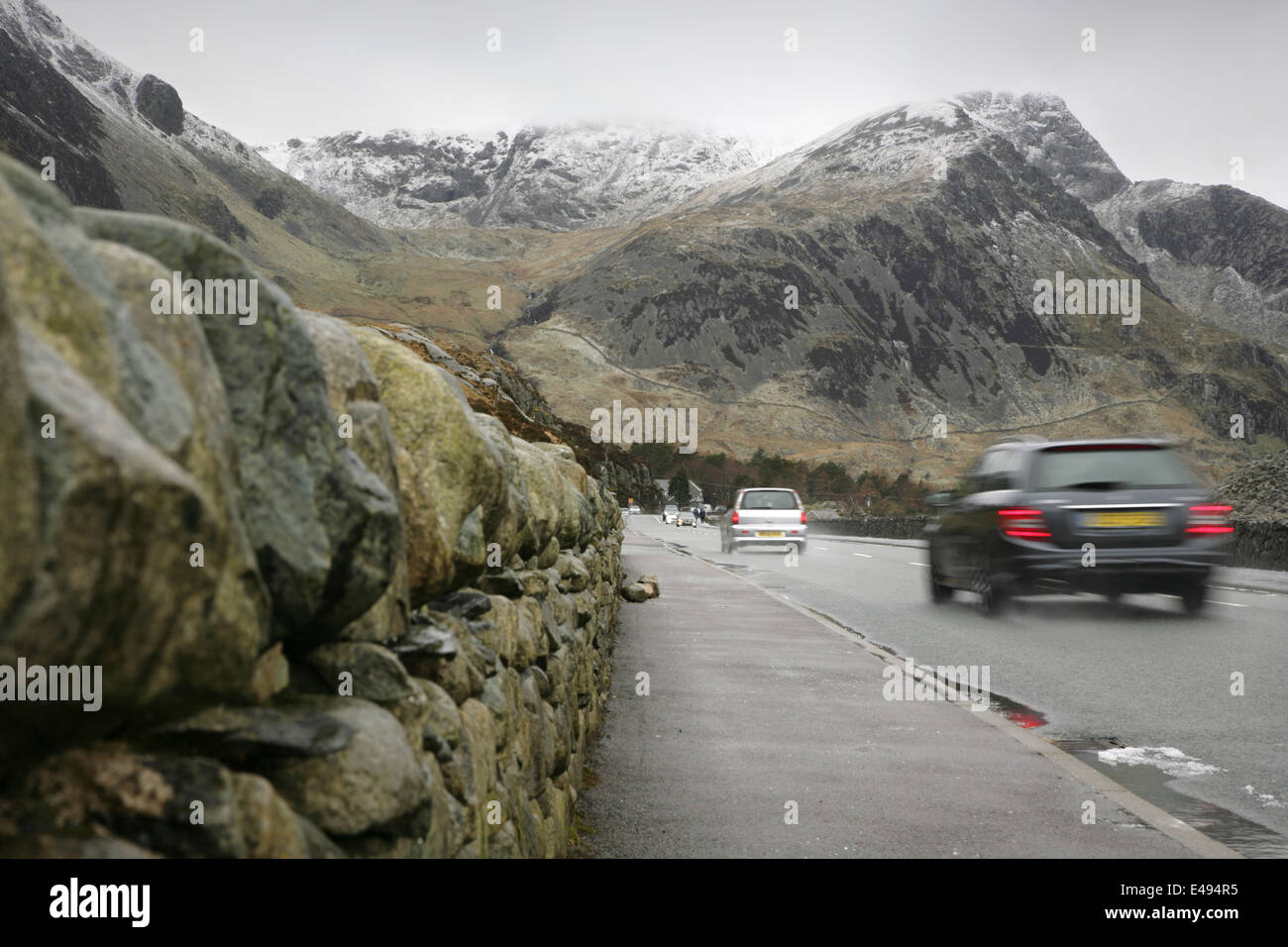 Traffic approaching Y Garn on the A5 main road, Sonwdonia, Wales. - Stock Image