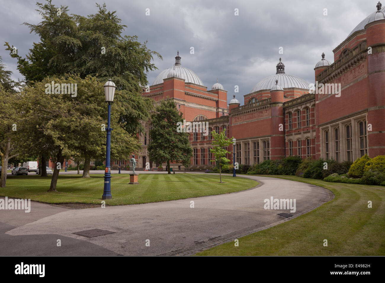 Wide view of Chancellor's Court, the University of Birmingham UK - Stock Image