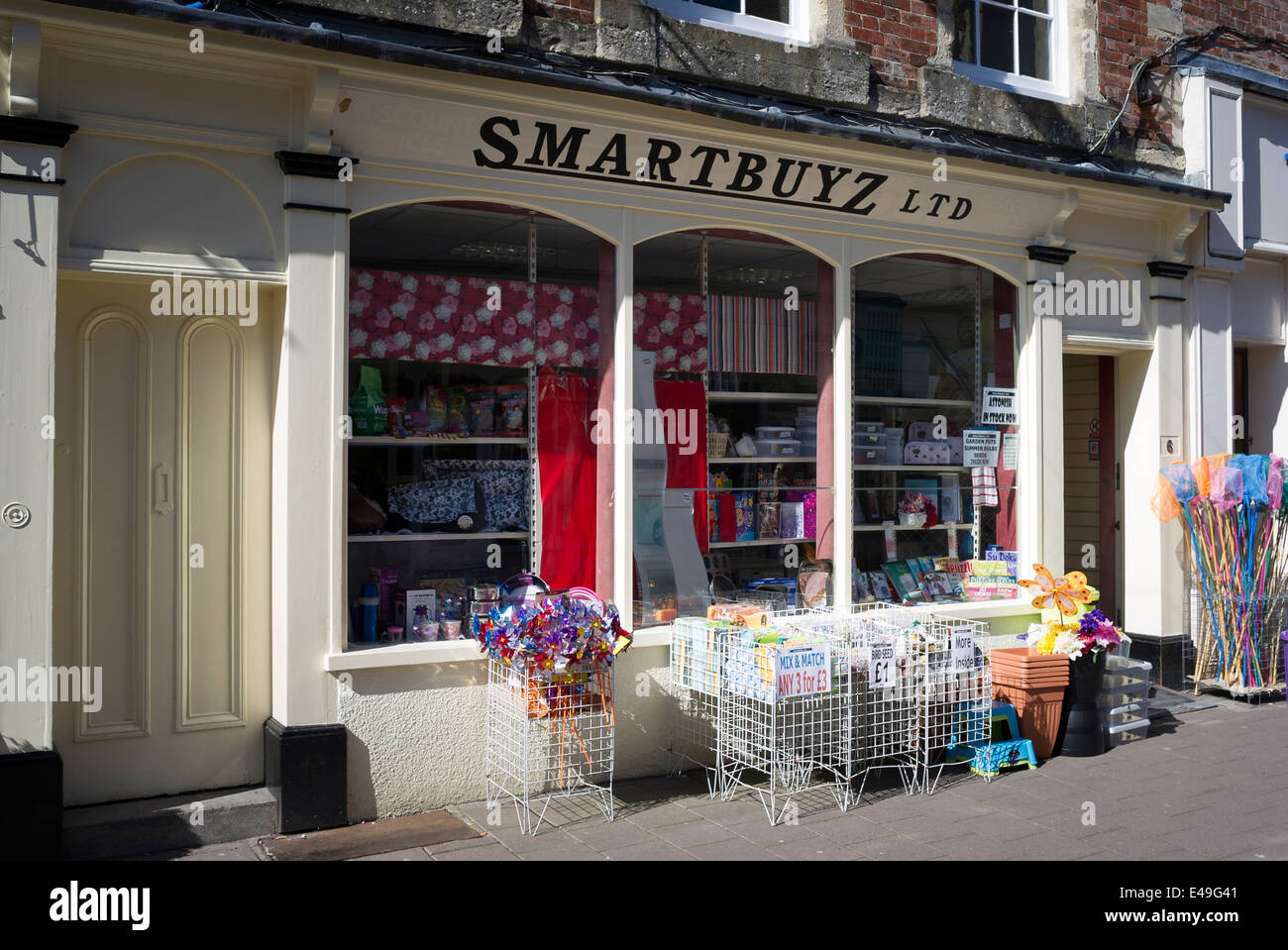 SMARTBUYZ budget shop in Devizes UK - Stock Image