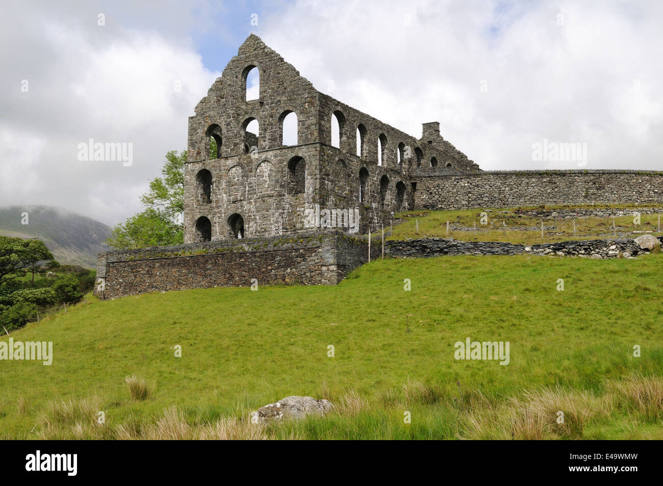 Ruins of Ty Mawr State Mill Cwmystradlyn Snowdonia National park - Stock Image