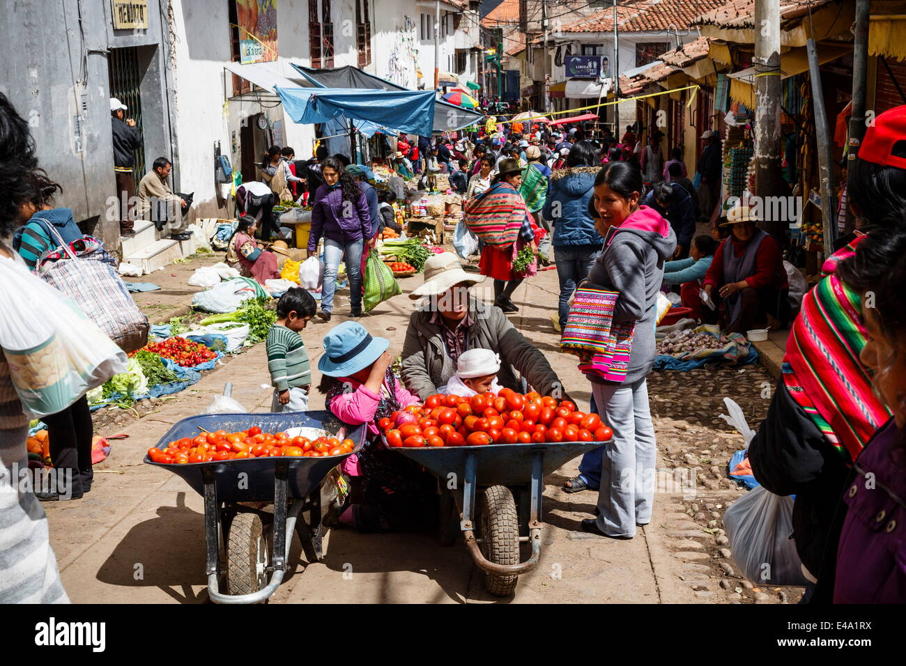 Outdoor vegetable and fruit market, Cuzco, Peru, South America - Stock Image