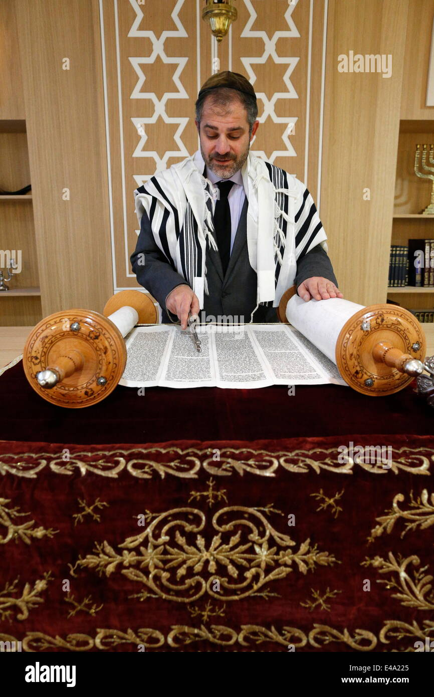 Reading of the Torah in Beth Yaacov Synagogue, Paris, France, Europe - Stock Image