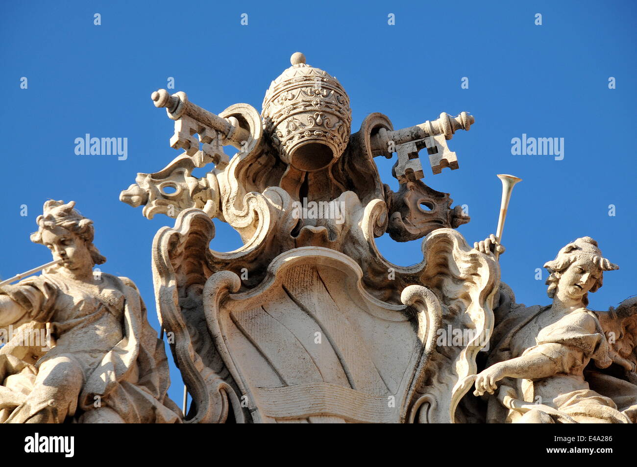 Detail of the Arms of Pope Clement II, Trevi Fountain, Rome, Lazio, Italy, Europe - Stock Image
