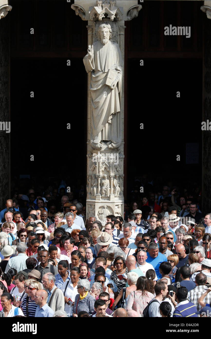 Believers out of the Mass on the parvis, Notre Dame de Paris Cathedral, Paris, France, Europe - Stock Image