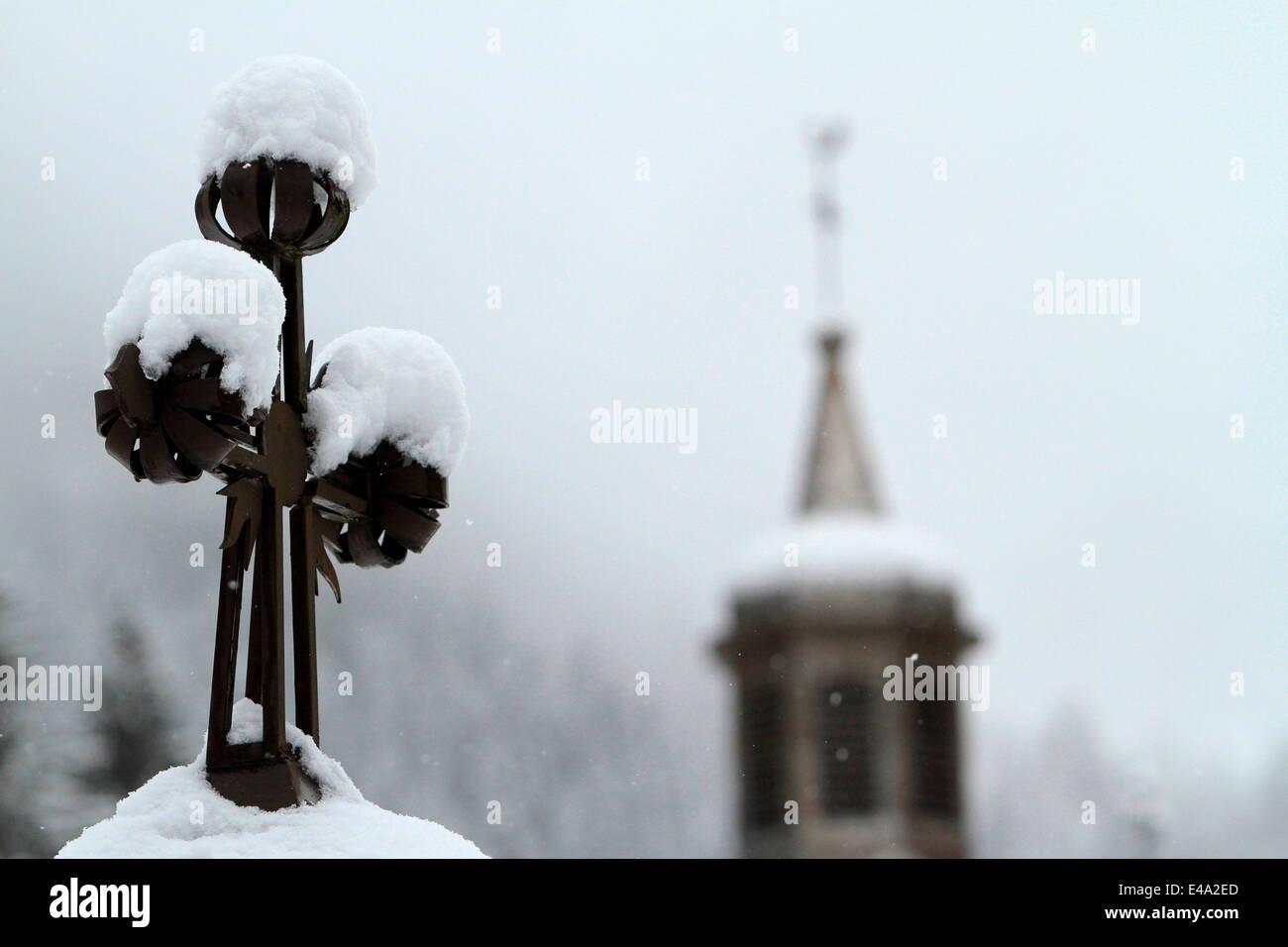 Cross under snow, St. Nicolas de Veroce, Haute Savoie, France, Europe - Stock Image