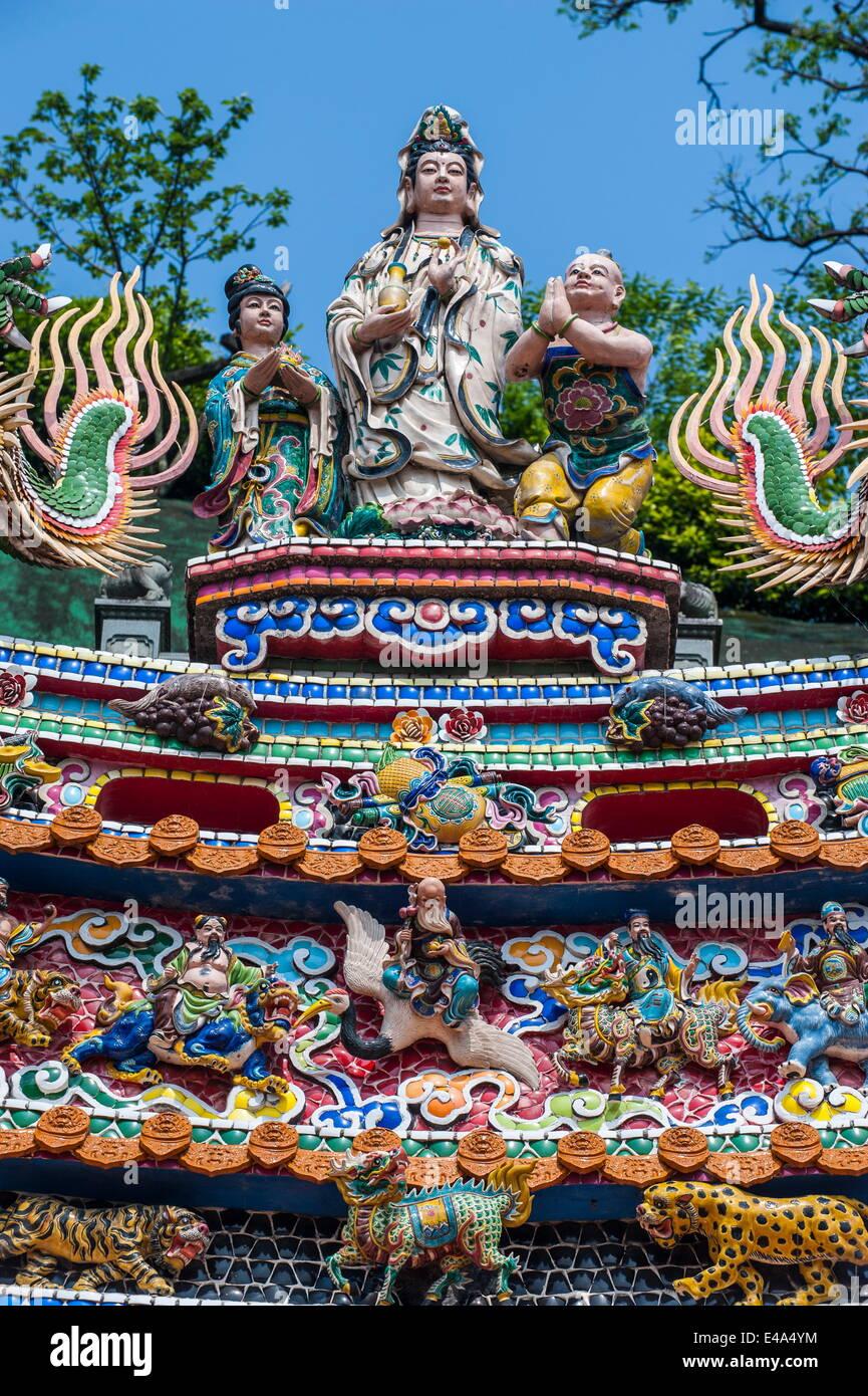 Colourful ornamented roof, Guandu Temple, Guandu, Taipeh, Taiwan, Asia - Stock Image