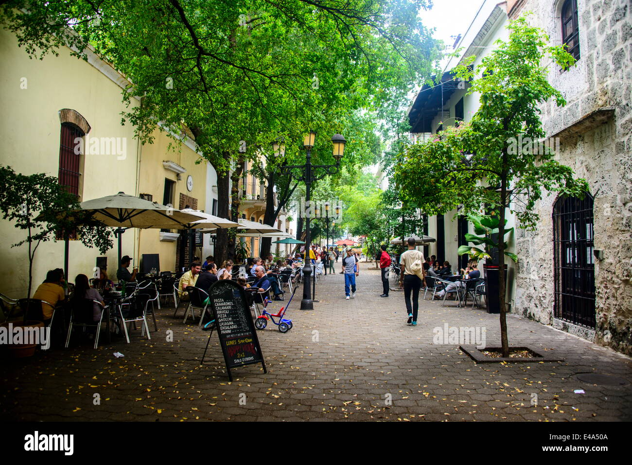 Restaurants and colonial houses in the Zona Colonial, UNESCO, Santo Domingo, Dominican Republic, West Indies, Caribbean Stock Photo