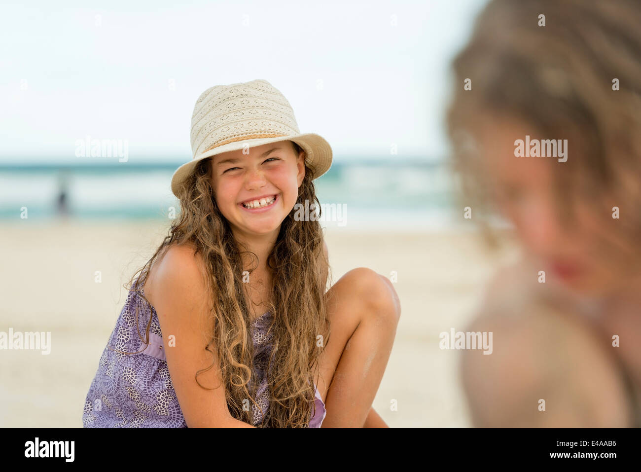 Australia, New South Wales, Pottsville, boy and girl playing in sand on beach - Stock Image