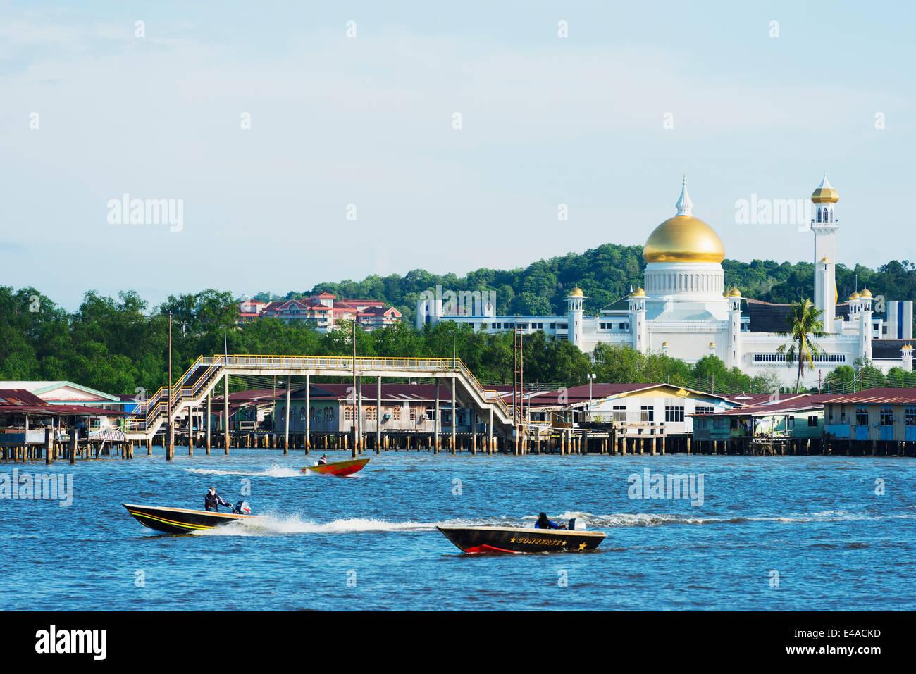 South East Asia, Kingdom of Brunei, Bandar Seri Begawan, Omar Ali Saifuddien Mosque - Stock Image