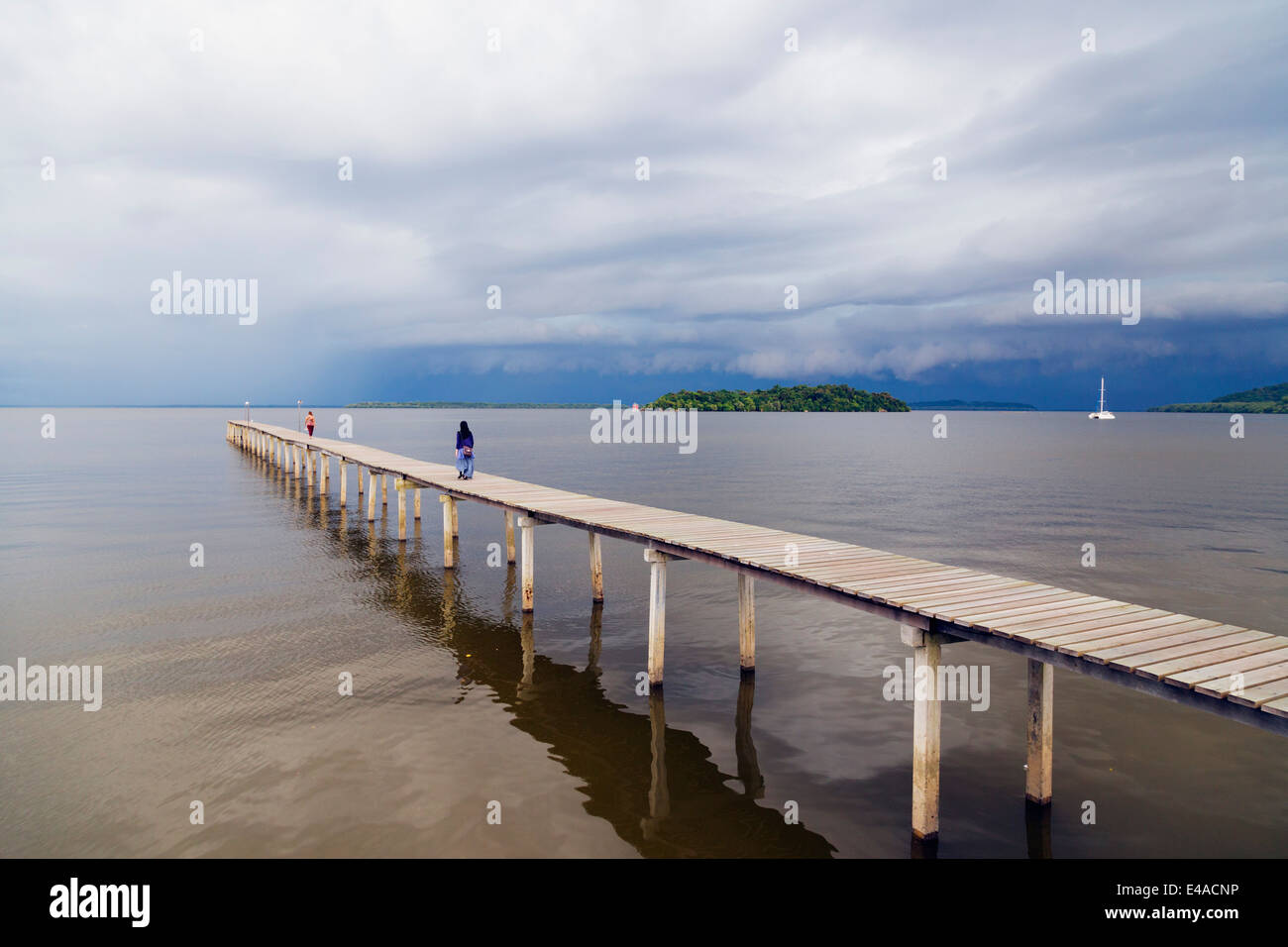 South East Asia, Kingdom of Brunei, girls on pier - Stock Image