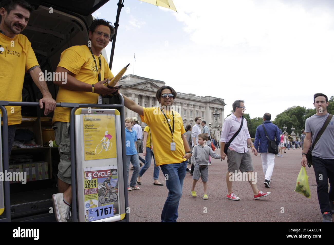 London, UK. 7th July, 2014. Organisers and staff of the 2014 Tour de France bicycle race selling souvenirs stand - Stock Image