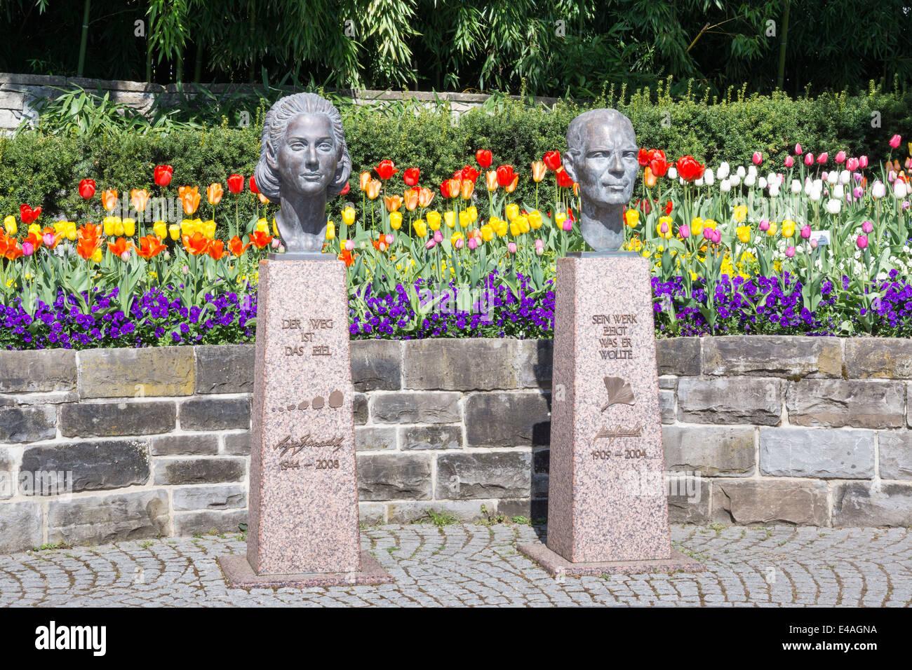 Germany, Baden-Wuerttemberg, Mainau, Busts of Sonja and Lennart Bernadotte - Stock Image