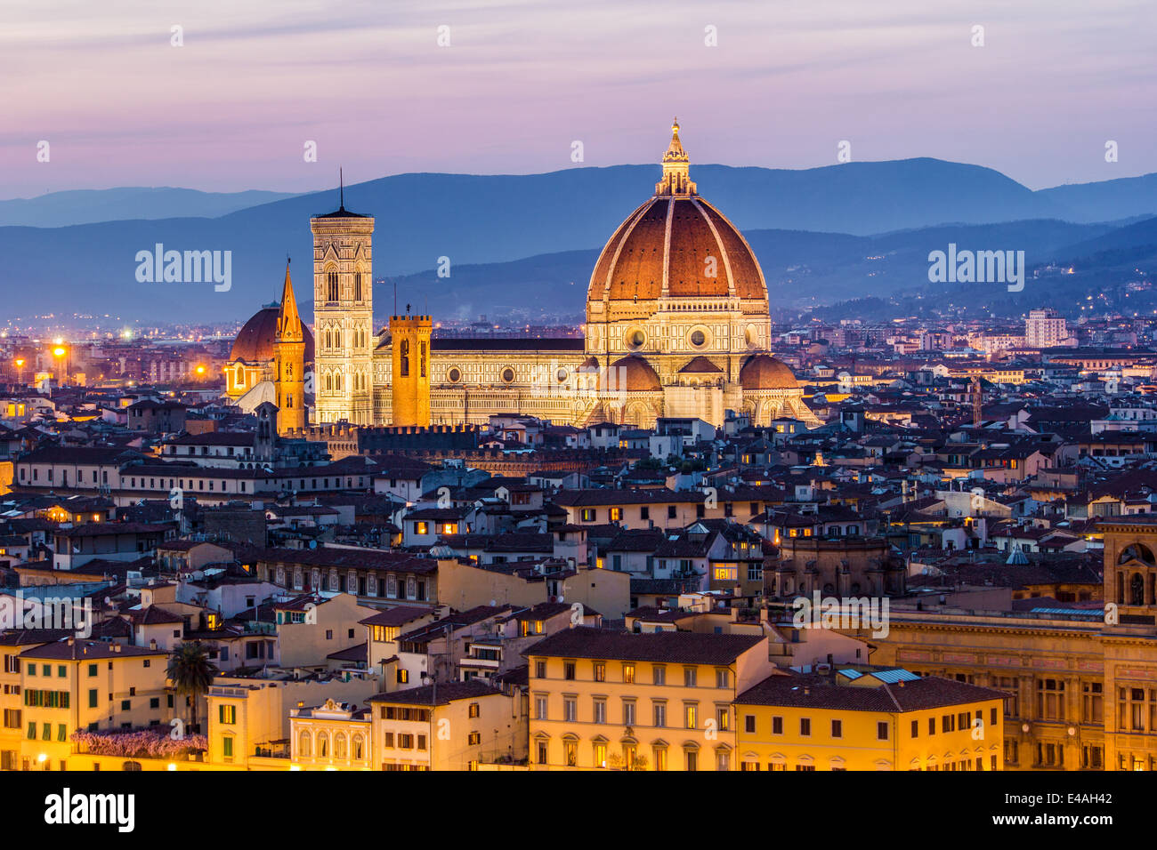 Florence, the Cathedral with the Brunelleschi Dome at sunset, with the city skyline. Tuscany, Italy - Stock Image