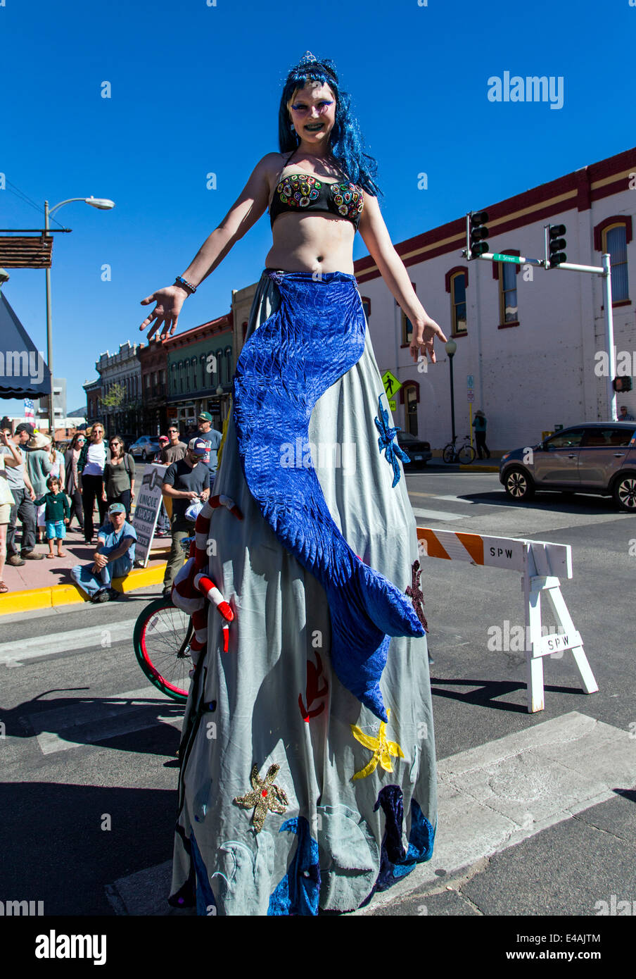 Circus performer on stilts entertain visitors enjoying artwork during the annual small town ArtWalk Festival Stock Photo