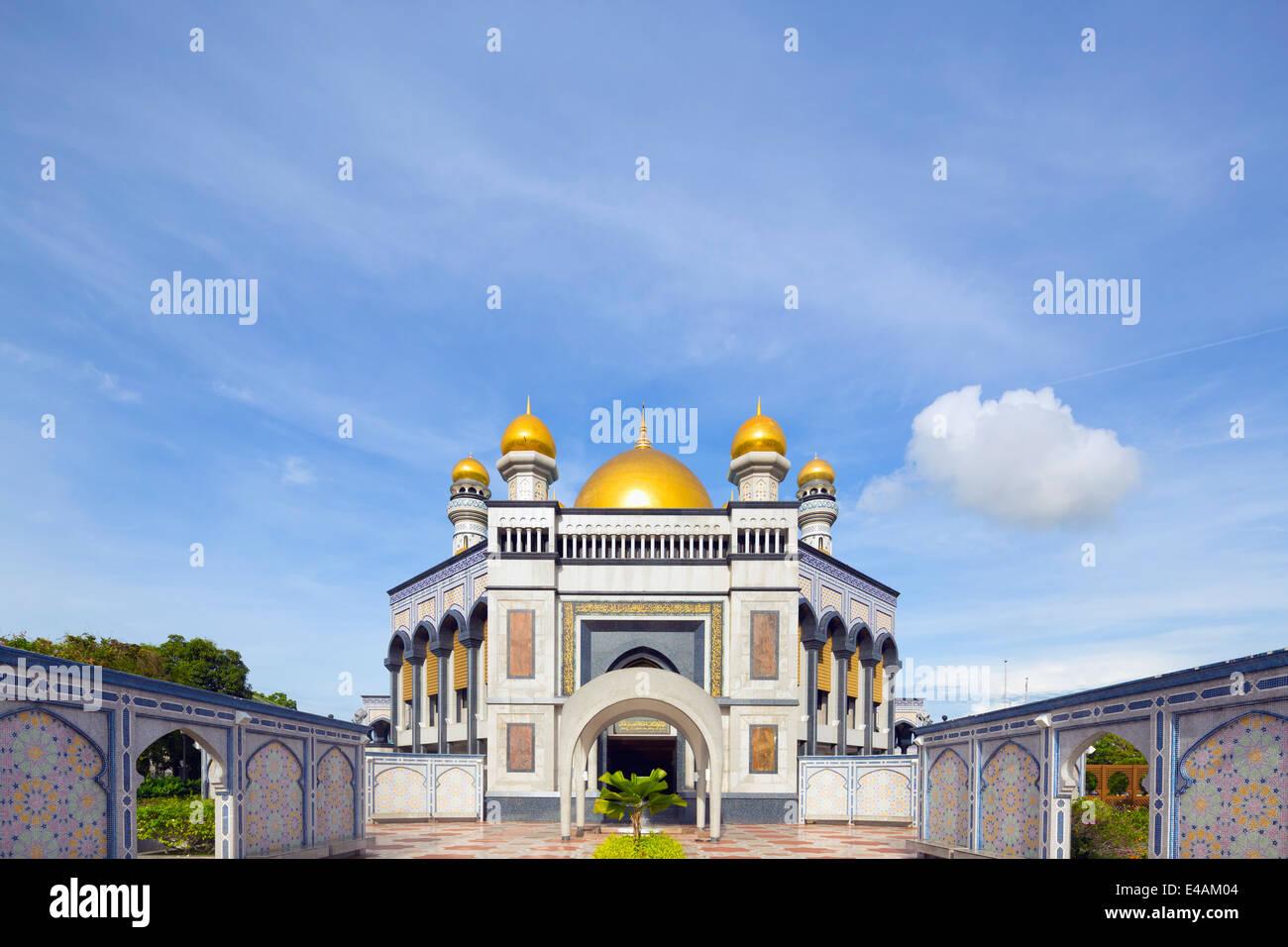 South East Asia, Kingdom of Brunei, Bandar Seri Begawan, Jame'asr Hassanal Bolkiah Mosque - Stock Image