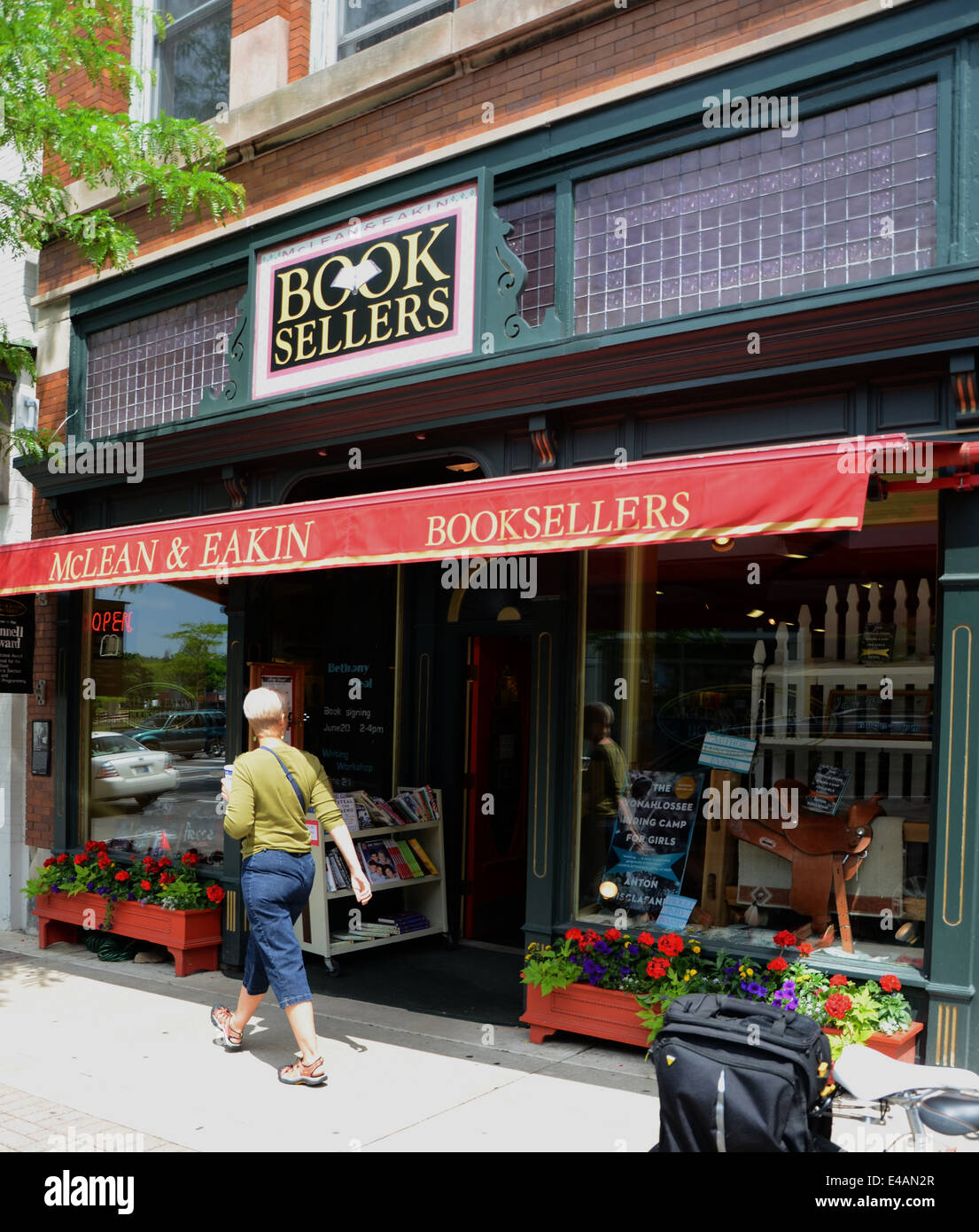 PETOSKEY, MI, USA- JUNE 22: A passerby looks into McLean & Eakin Booksellers, recipient of the Pannell Award - Stock Image