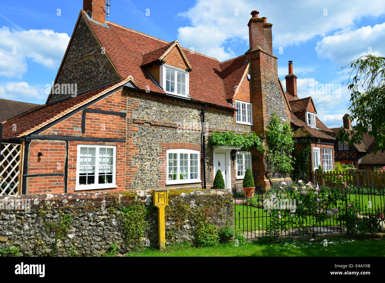 Period flint cottage, Hambleden, Buckinghamshire, England, United Kingdom - Stock Image