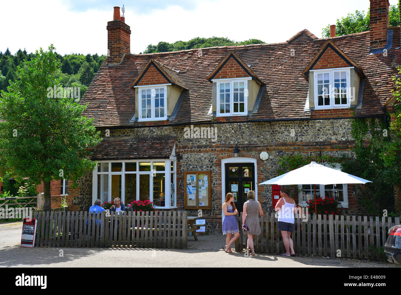 Hambleden Village Store (Old Post Office), Pheasant's Hill Frieth, Hambleden, Buckinghamshire, England, United - Stock Image