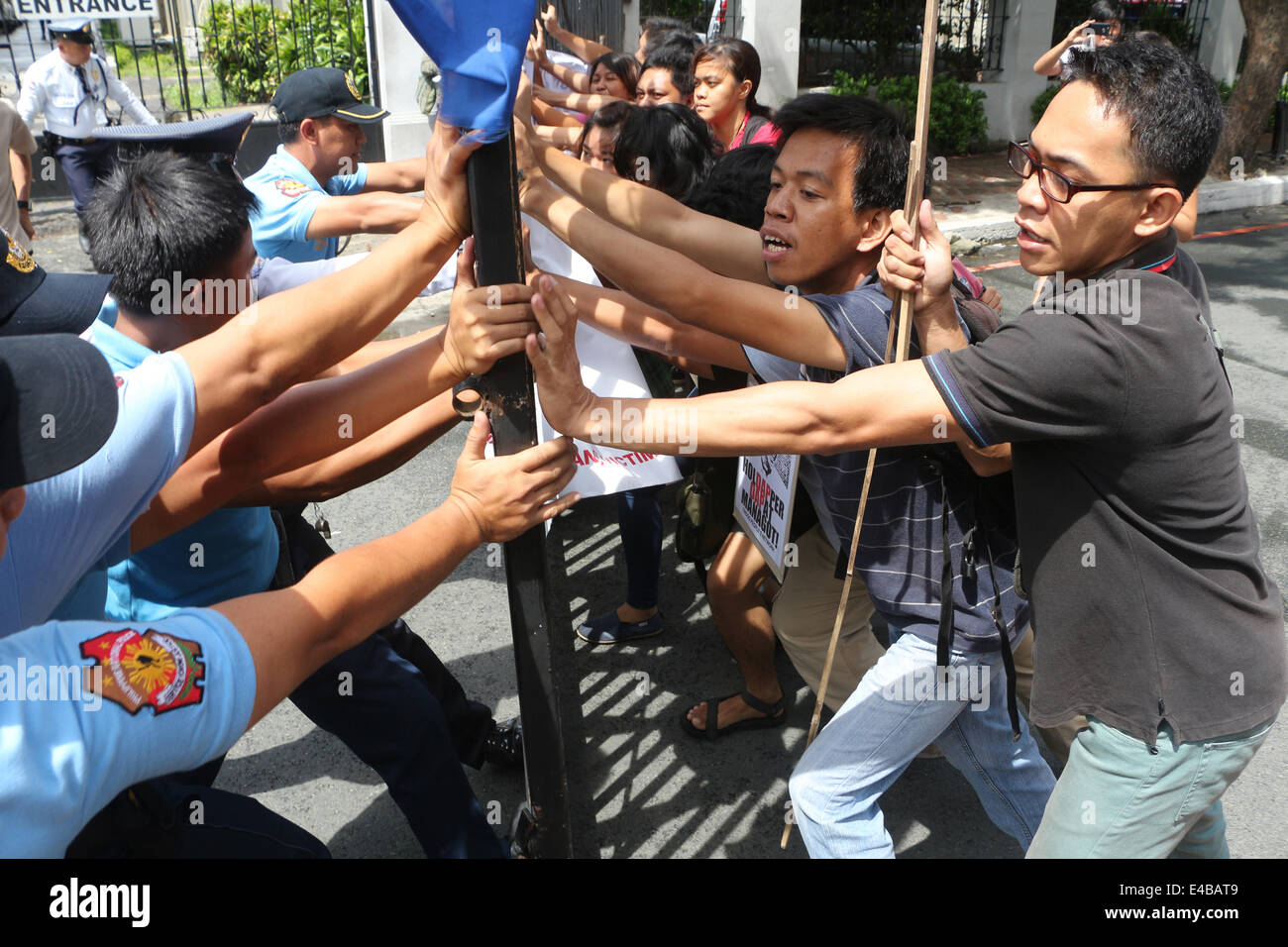 immediate resignation letter call center philippines eastern visayas stock photos amp eastern visayas stock 26298 | manila philippines 8th july 2014 relatives and supporters of survivors E4BAT9