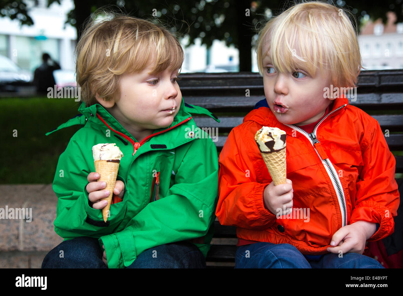 Two Toddlers eating Ice-creams, Montreuil-sur-Mer, Pas-de-Calais, France - Stock Image