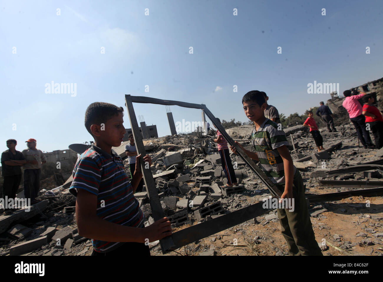 July 8, 2014 - Gaza, Palestinian Territories - Palestinians inspect their home, police said in an Israeli air raid - Stock Image
